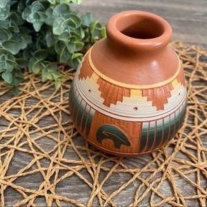 ARTISAN Navajo Clay Pottery Bud Vase Pot Bear
